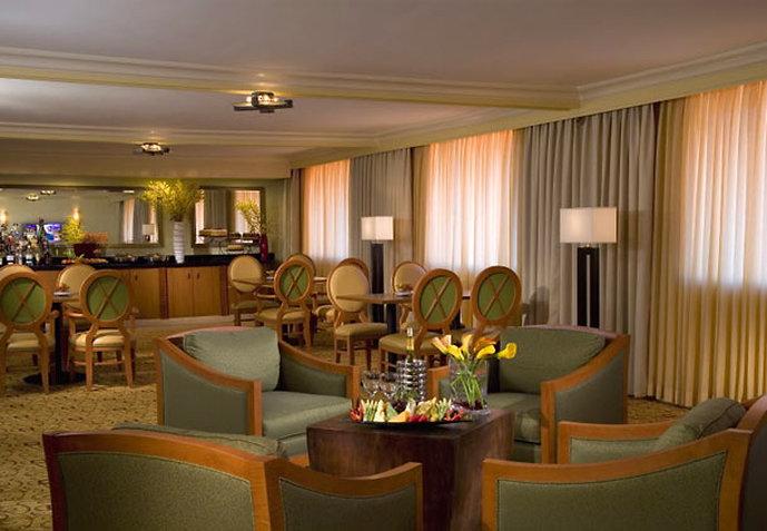 Marriott Dallas Addison Quorum Galleria Bar/lounge