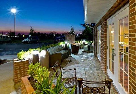 Residence Inn Dothan - Patio Lounging Area