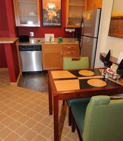 Residence Inn Dothan - King Studio Kitchen