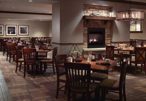 Des Moines Marriott Downtown - Rock River Grill   Tavern