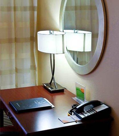 希科里萬怡酒店 - Guest Room Work Area
