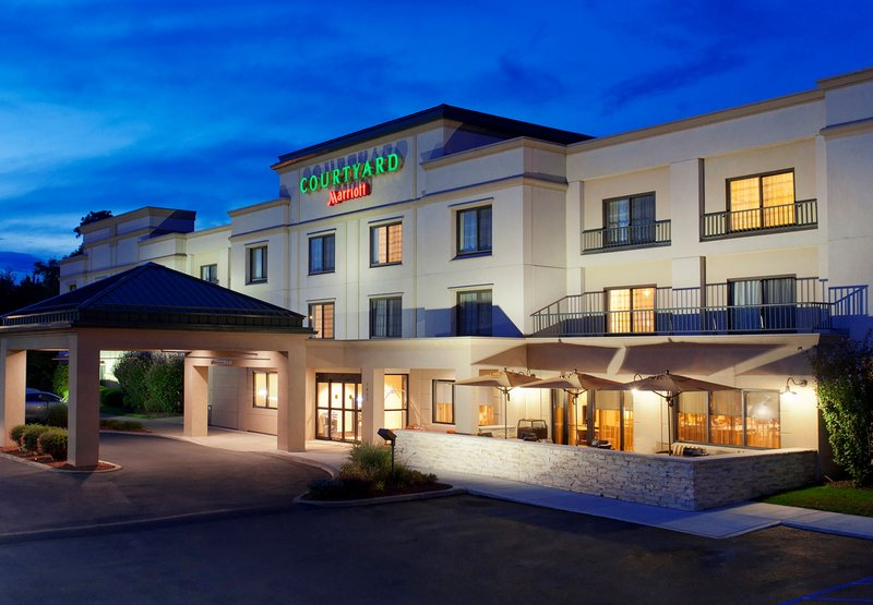 COURTYARD NEWBURGH AP MARRIOTT