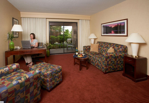 Courtyard Concord - King Suite