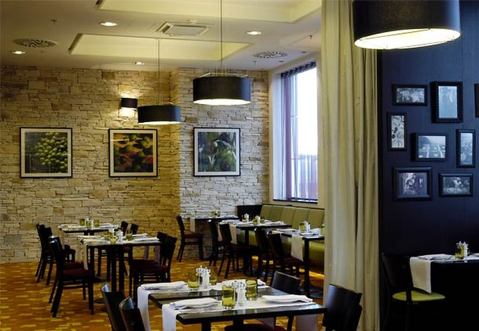 Courtyard by Marriott Prague Airport Ravintolat