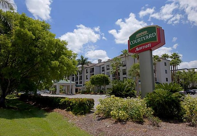 COURTYARD NAPLES MARRIOTT