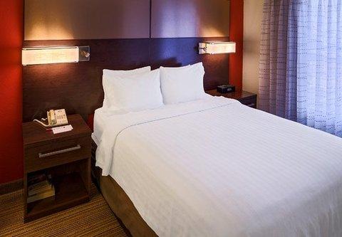Residence Inn by Marriott Carlsbad - Suite Bedroom