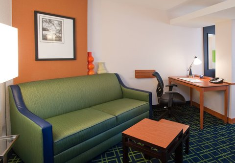 Fairfield Inn & Suites Albany - Suite Seating Area