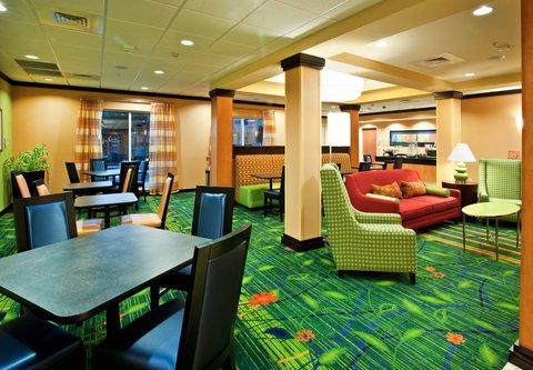 Fairfield Inn & Suites Albany - Breakfast Dining Area