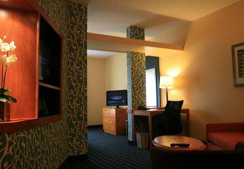 Fairfield Inn & Suites Birmingham Fultondale/I-65 - Executive King Suite Sitting Area