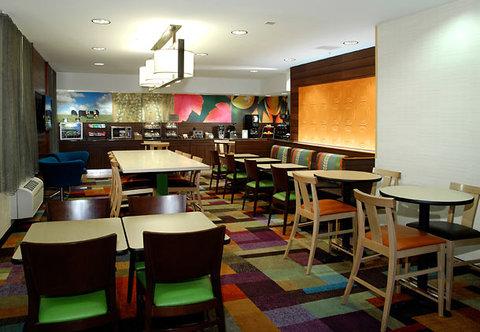 Fairfield Inn Kalamazoo West - Lobby   Dining Area