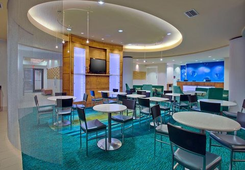 SpringHill Suites Baton Rouge North/Airport - Breakfast Seating Area