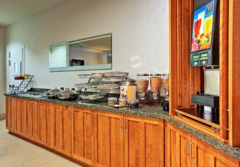 SpringHill Suites Baton Rouge North/Airport - Breakfast Buffet