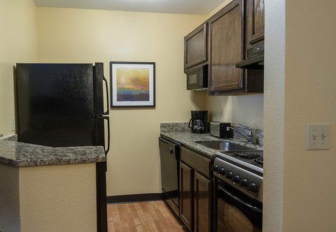 Towneplace Suites By Marriott Baton Rouge Hotel - Suite Kitchen