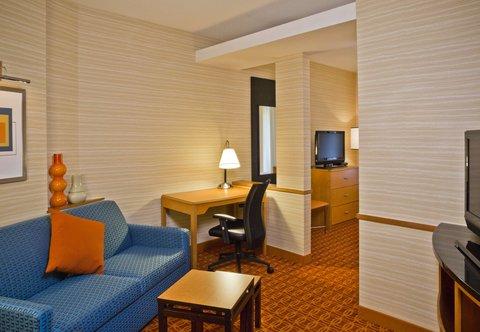 Fairfield Inn & Suites White Marsh - Suite Living Area