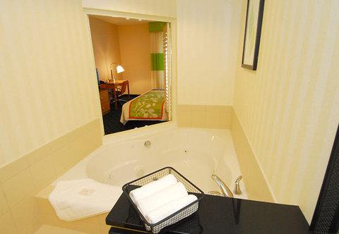 Fairfield Inn & Suites White Marsh - Spa Suite