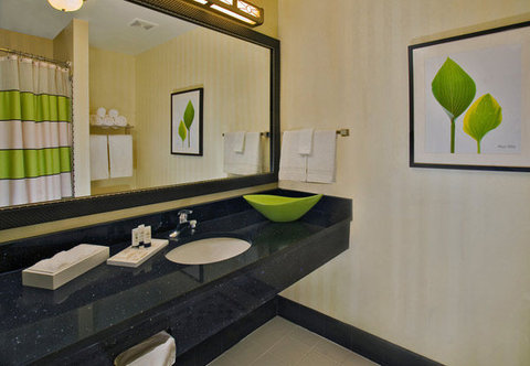 Fairfield Inn & Suites White Marsh - Guest Bathroom