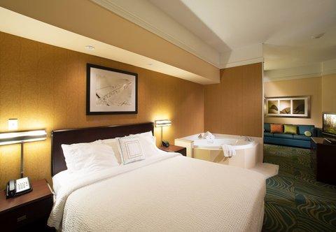 SpringHill Suites Annapolis - King Spa Studio Suite