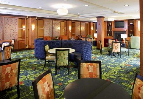 Fairfield Inn & Suites Cumberland - Breakfast Area