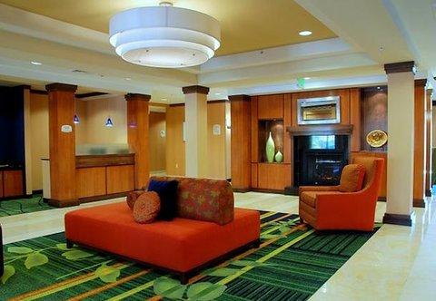 Fairfield Inn & Suites by Marriott Columbia - Main Lobby   Business Center