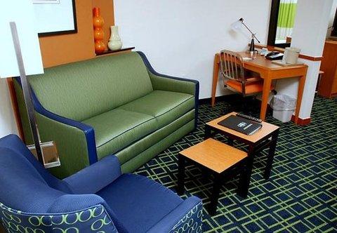 Fairfield Inn & Suites by Marriott Columbia - Suite Living Area