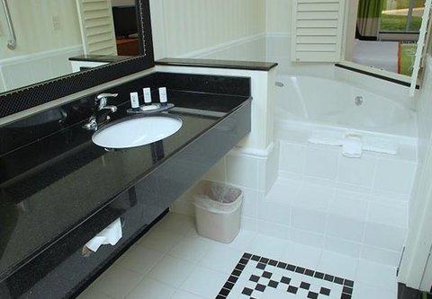 Fairfield Inn & Suites by Marriott Columbia - Suite Bathroom