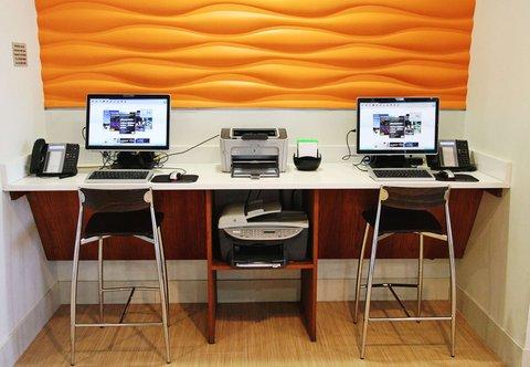 SpringHill Suites Cincinnati Midtown - Business Center