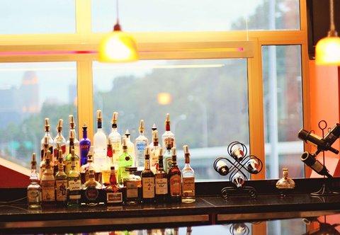 SpringHill Suites Cincinnati Midtown - Lobby Bar