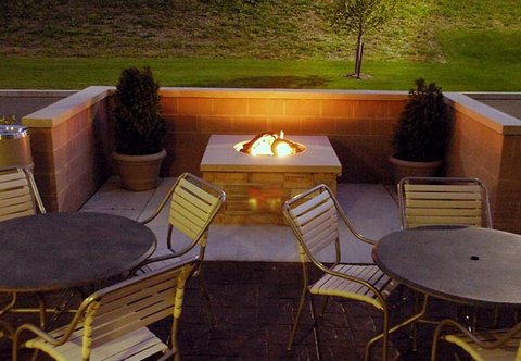 SpringHill Suites Erie - Outdoor Patio Fire Pit
