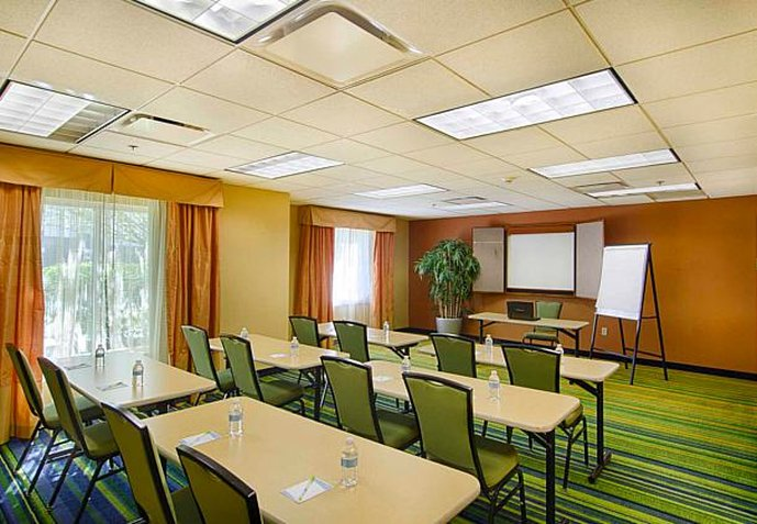 Fairfield Inn and Suites by Marriott Newark Liberty International Airport Konferenciaterem