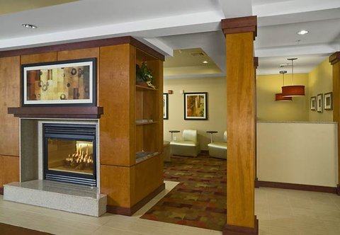 TownePlace Suites by Marriott Gilford - Lobby