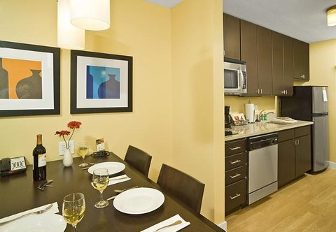 TownePlace Suites by Marriott Gilford - Suite Dining Area   Kitchen