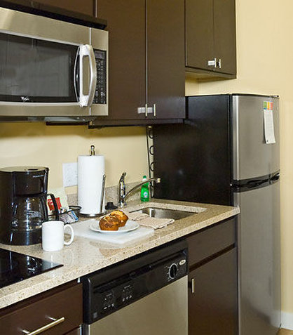 TownePlace Suites by Marriott Gilford - Suite Kitchen