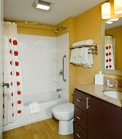 TownePlace Suites by Marriott Gilford - Guest Bathroom