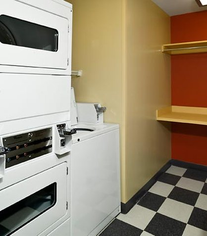 TownePlace Suites by Marriott Gilford - Guest Laundry