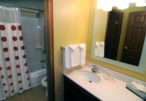 TownePlace Suites Miami Lakes - Studio Suite Bathroom