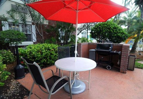 TownePlace Suites Miami Lakes - Bar-B-Que Area