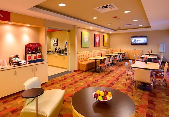 TownePlace Suites Omaha West Ravintolat