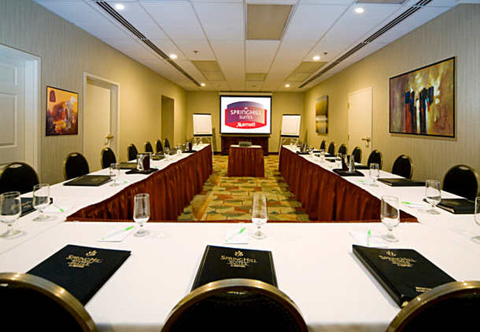 SpringHill Suites Old Montreal Meeting room