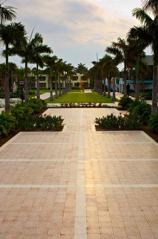 Hyatt Regency Pier Sixty-Six - Resort grounds