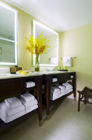 Hyatt Regency Pier Sixty-Six - Presidential suite  bath  S  Beaudet