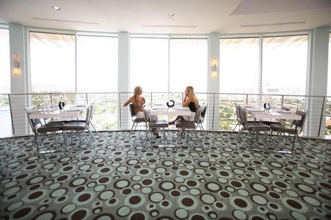Hyatt Regency Pier Sixty-Six - Pier Top  Lifestyle  S Wiseman  9 07