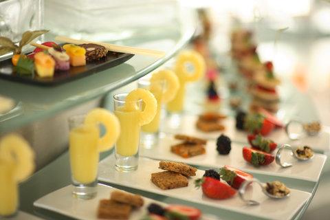 Hyatt Regency Pier Sixty-Six - Food Display  S Wiseman  9 07