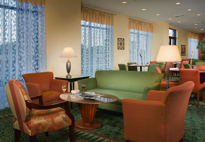 Courtyard by Marriott Gaithersburg Washingtonian Center Бар/гостиная
