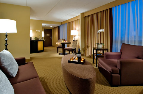 DoubleTree by Hilton Chicago - Arlington Heights - Executive Suite Parlor