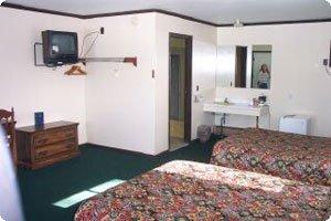 Budget Host-Alpine Motor Lodge - Onekama, MI
