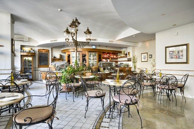 Marina Hotel at the Corinthia Beach Resort Restaurang