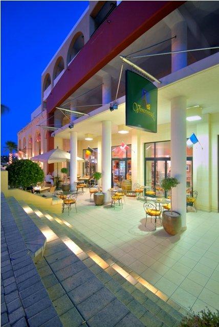 Marina Hotel at the Corinthia Beach Resort Fasad