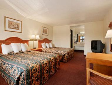 Days Inn Anaheim Maingate - Standard Two Queen Bed Room