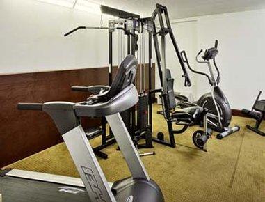 Howard Johnson Express Inn - Arlington Ballpark / Six Flags - Fitness-Room