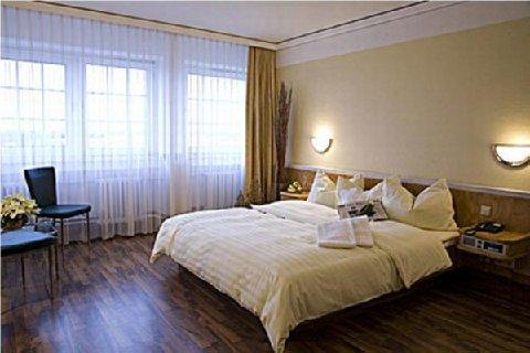 Terminal Koln Hotel - Guest Room